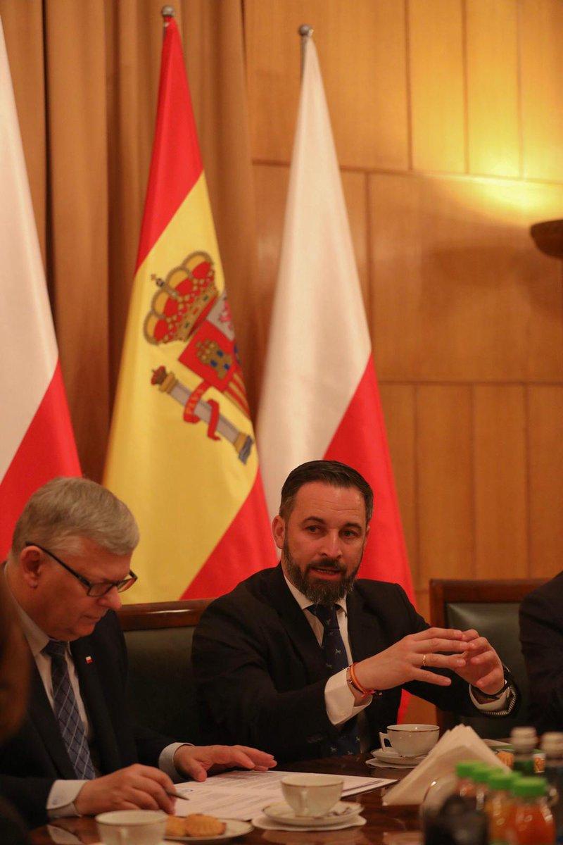 En #Varsovia. Fructífero encuentro con el gobierno de #Polonia para analizar políticas comunes basadas en el respeto a los Estados soberanos europeos, a los valores cristianos, y en el control migratorio.