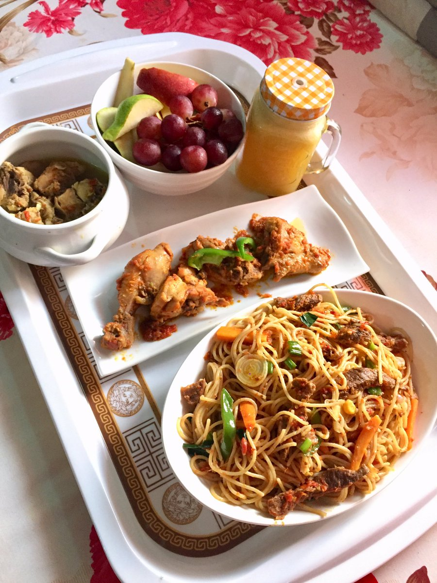 Introducing Soulfood lunch Trays Everything freshhhh . These contain :   Pasta and chicken Chicken light soup Fruit salad Fresh pineapple/ginger juice  They can be tailored to your tastes and available in Abuja. Pls Retweet <br>http://pic.twitter.com/3L9pNpynnj