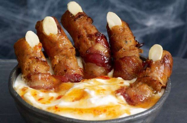 WITCH FINGERS with Swamp dip via Good To Know. #GhastlyGastronomy <br>http://pic.twitter.com/LmCZCkicXg