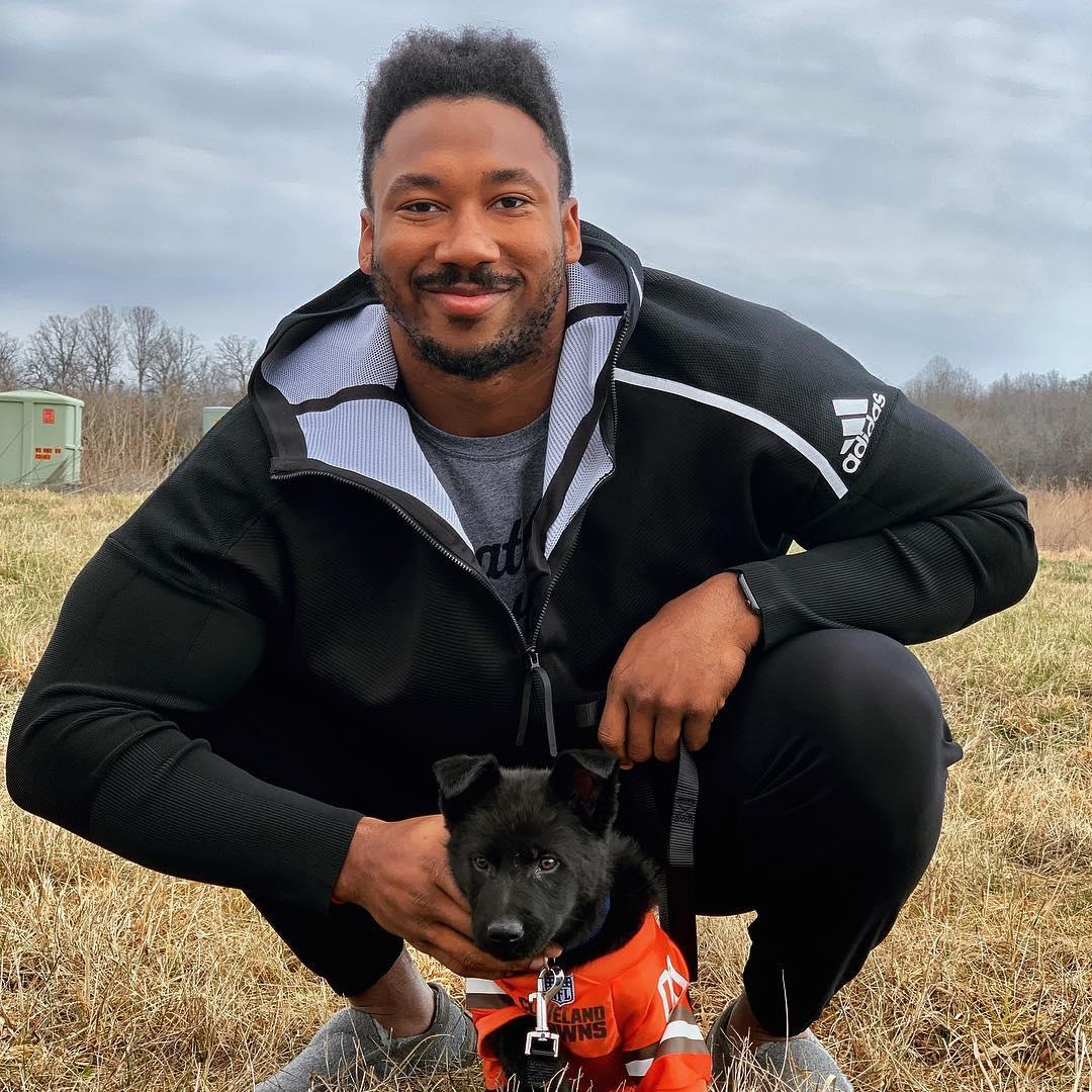 .@MylesLGarrett put his new puppy in a Browns jersey ������  ��: https://t.co/prULQWRana https://t.co/Jic0rTTdCY