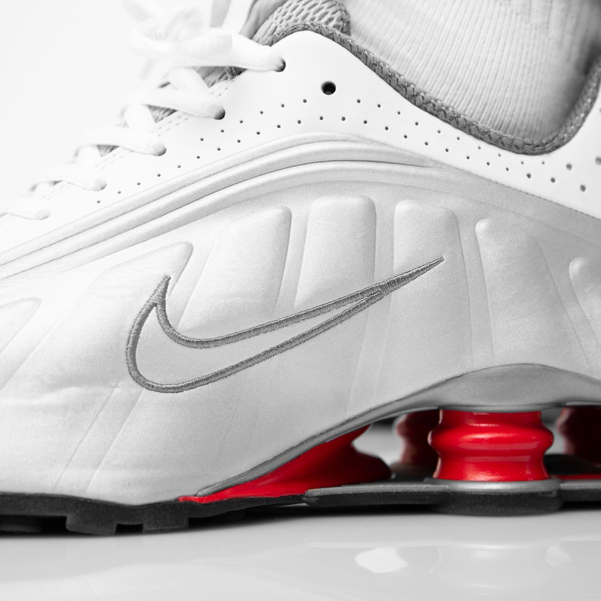 best sneakers 34fd3 8c336 OUT 🔥 NOW ❗ NIKE SHOX R4