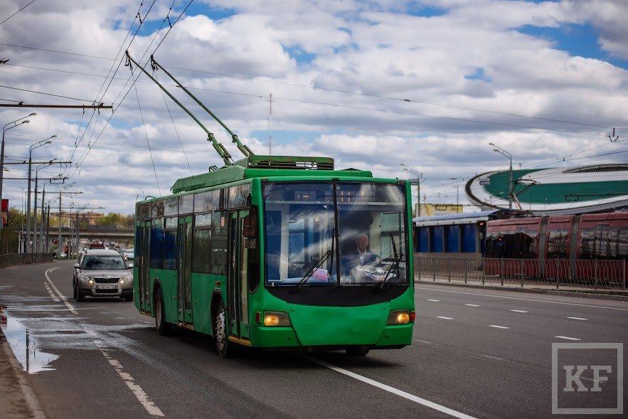 время картинки троллейбуса зеленого мрамора для гостиной