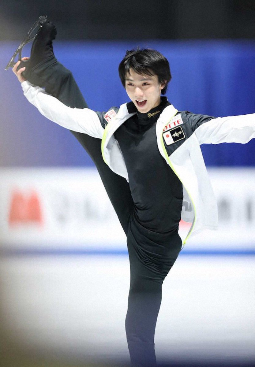 So since Yuzu is showing off his flexibility, does that mean that the biellmann spin will finally come back from war?   #YuzuruHanyu #羽生結弦 #WorldFigure<br>http://pic.twitter.com/LqsZISD5ya