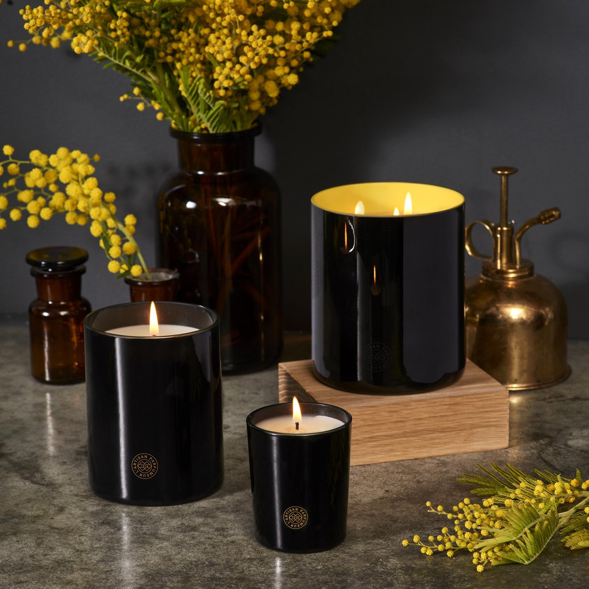 Warm up your home with one of L'Artisan Parfumeur's luxurious scented candles. Do you have a favourite candle? https://t.co/VVZe7GxHeY https://t.co/ziSEfV0tFJ