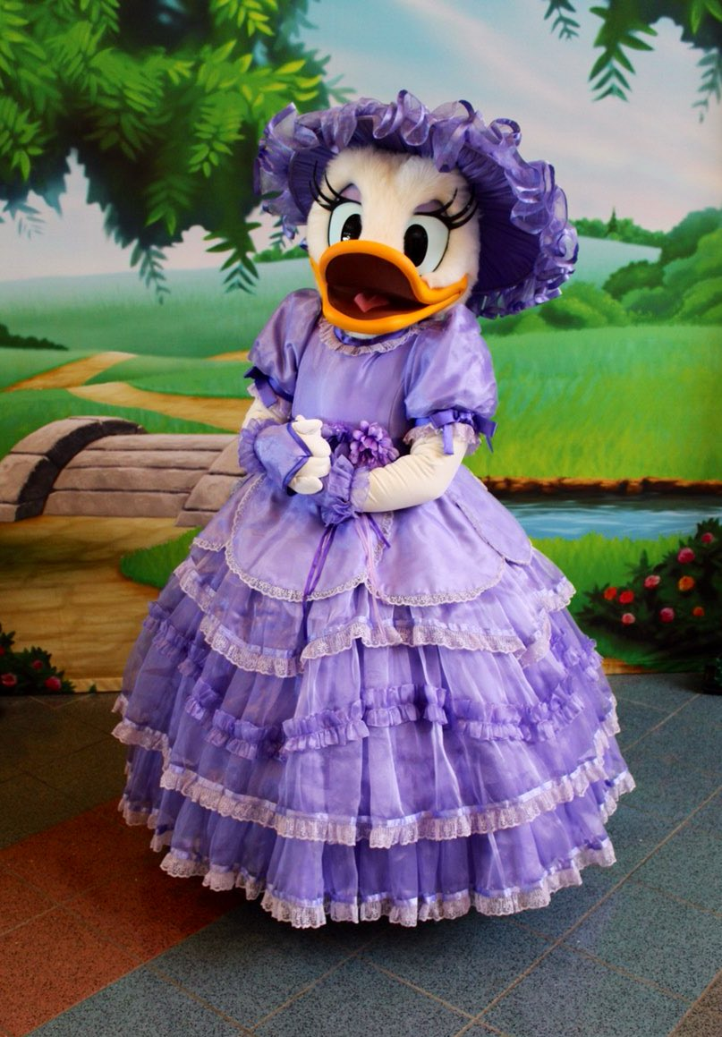 Pop Century is celebrating Springtime with Daisy meeting in her Azalea Trail Maid dress today! #WaltDisneyWorld  #WDW  #DisneyWorld  #DaisyDuck #PopCentury #Spring<br>http://pic.twitter.com/vjLKTEQgjb