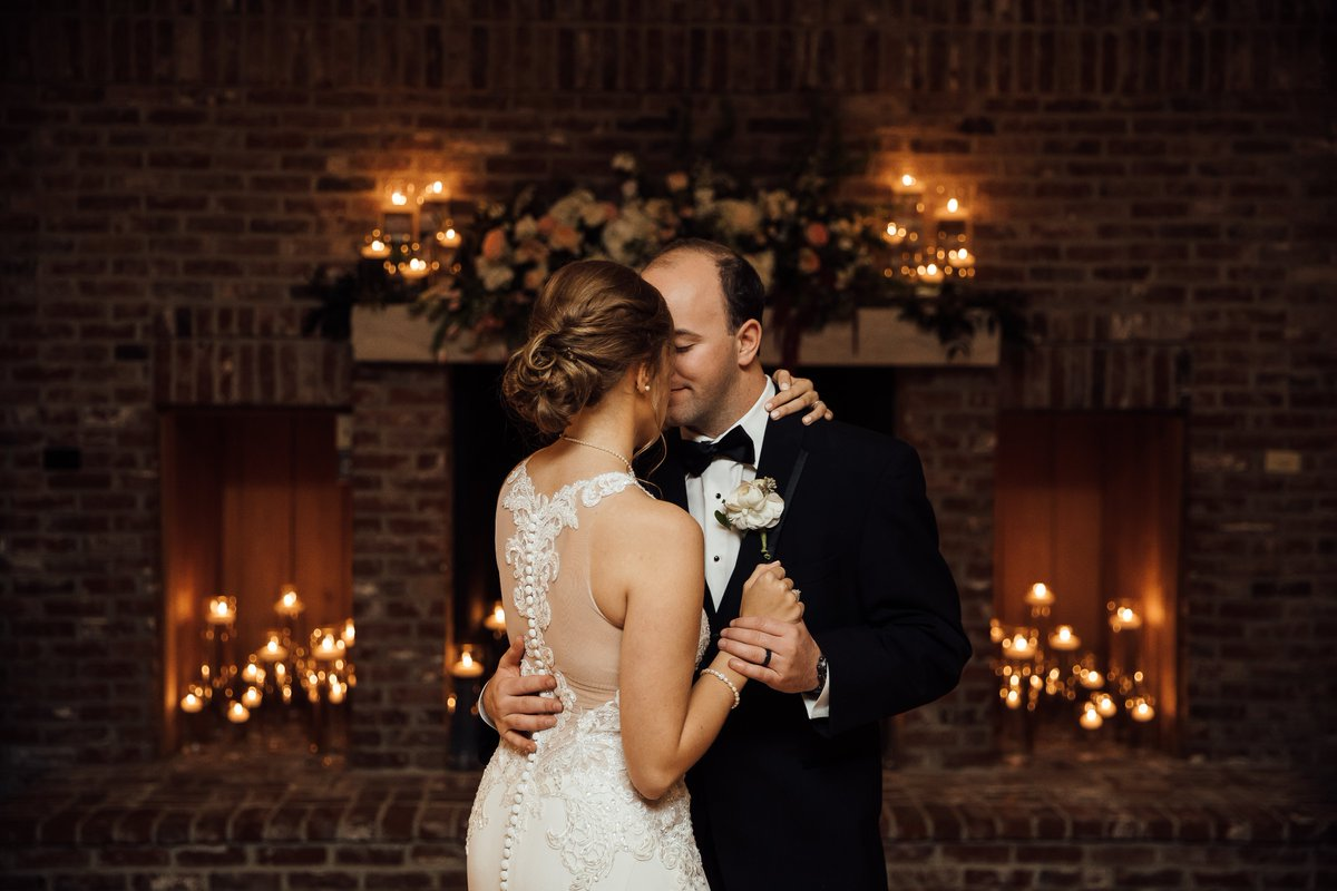 First dance goals these lovebirds didn&#39;t need dance lessons for this perfect shot!  #weddingplanning #firstdance #inlove #weddingday #mississippibride #fallwedding #weddingdecor <br>http://pic.twitter.com/8POXzQWBhJ