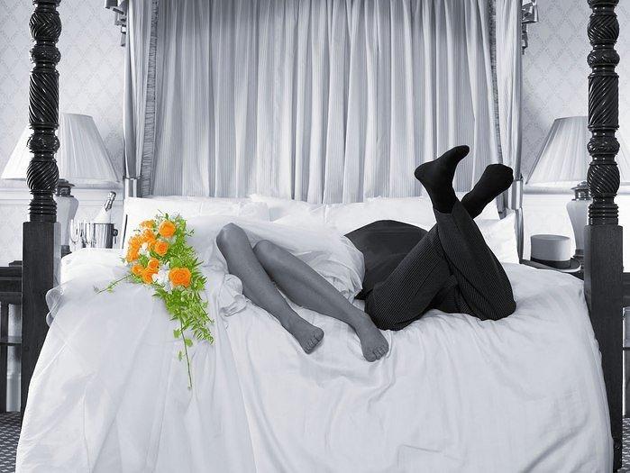 фото молодоженов в постели мужчинам материальных