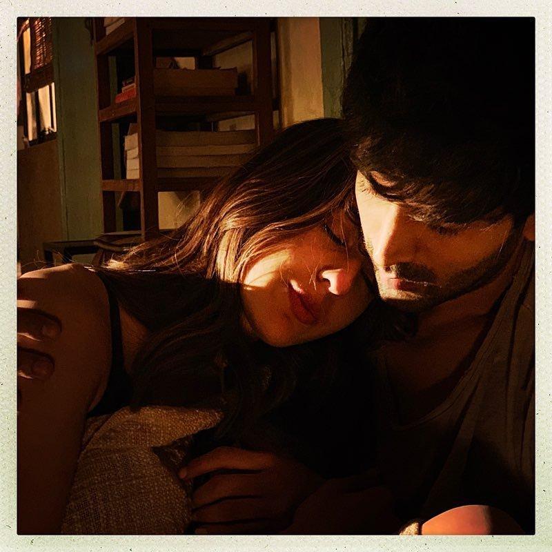 #ImtiazAli locks #ValentinesDay 2020 for @TheAaryanKartik, #SaraAliKhan and @RandeepHooda starrer his next untitled love story!<br>http://pic.twitter.com/wUd6cE5wG3