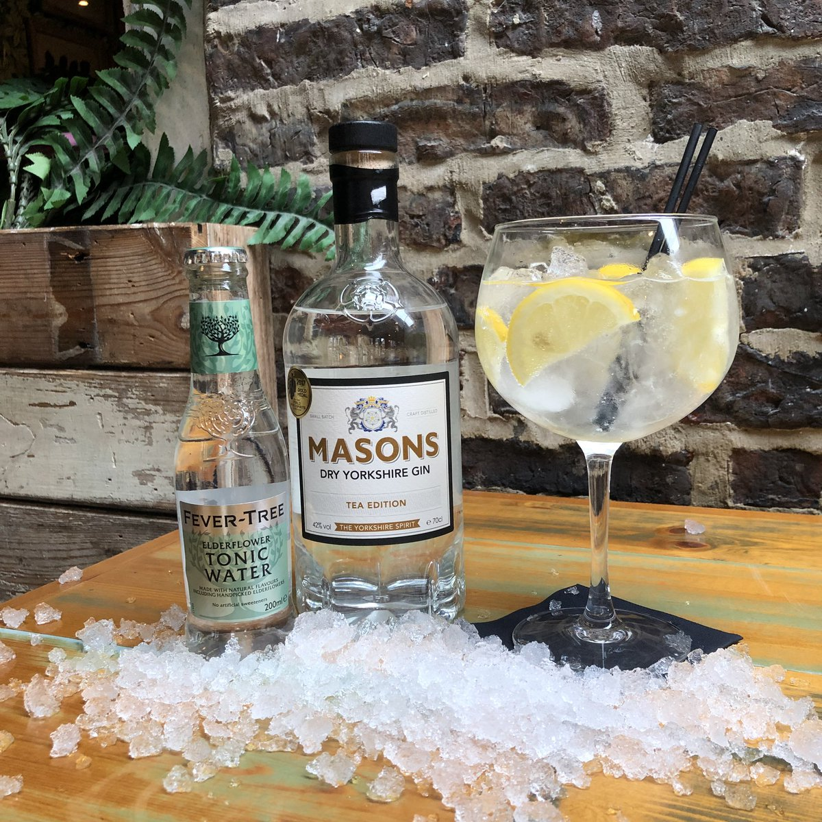 Our gin of the week this week is brand new to the potting shed! Masons Dry Yorkshire gin, Tea edition!☕️ Served with fevertree elderflower tonic and sliced lemon🍋 #masonsgin #gin #gotw #fevertree