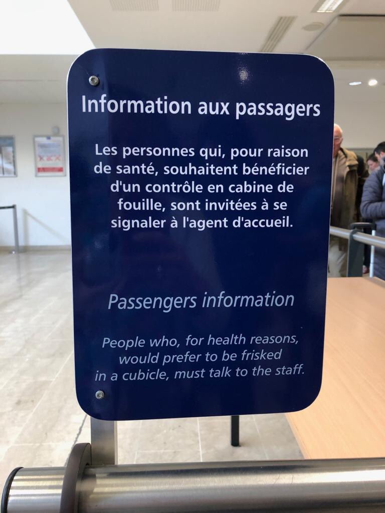 Potentially misleading sign at Marseille airport!! <br>http://pic.twitter.com/CPgLUkk0Z0