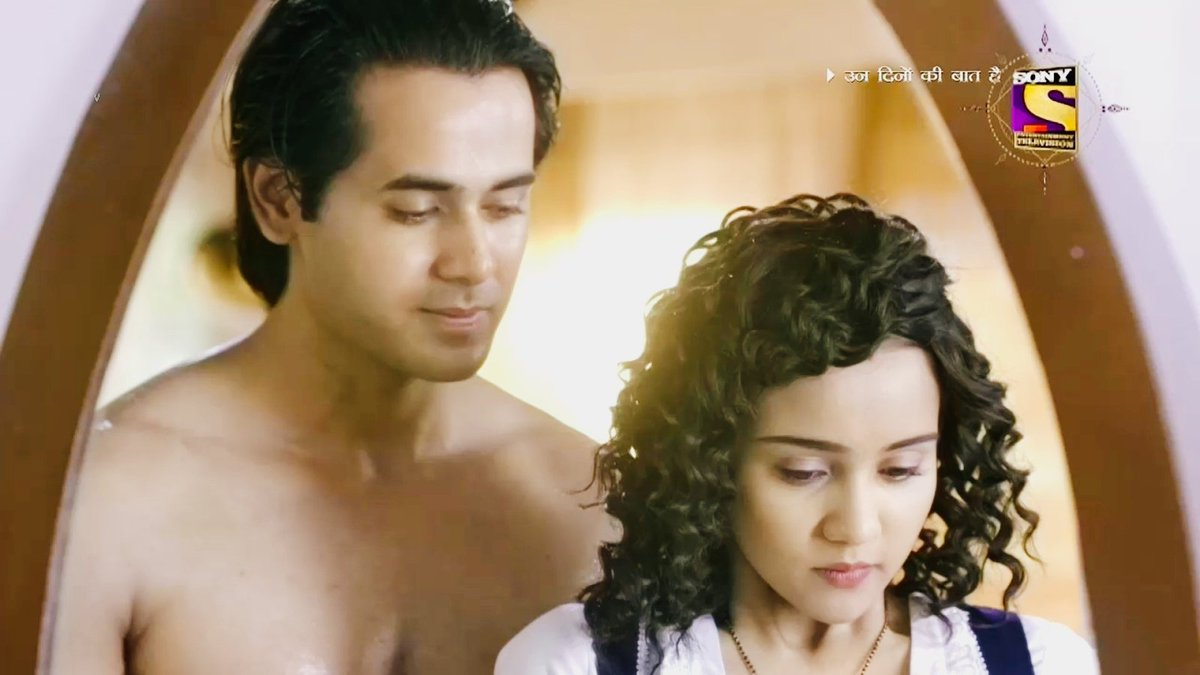 what naina felt in this moment - nervousness. butterflies. tension. - was never before for her but with each passing second she was giving in to what she felt cause it was real   sameer seducing naina was the hottest seduction moment of ITV   #YehUnDinonKiBaatHai   #YUDKBH <br>http://pic.twitter.com/fx7LTHoKZm