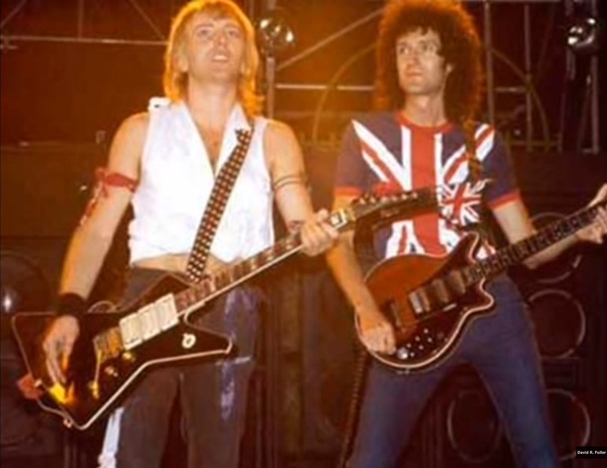 Now Playing @DefLeppard with @DrBrianMay - Travellin' Band (Live in Los Angeles 1983)  #RockHall #rockhall2019 #longliverock    https:// youtu.be/-dfGp3eFE3U  &nbsp;  <br>http://pic.twitter.com/PIdcJIJnhB