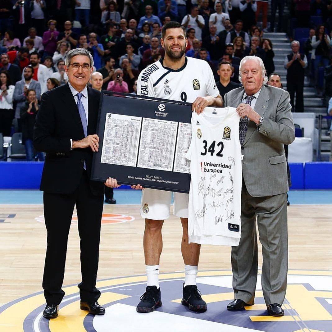 Sin palabras por este nuevo homenaje del @RMBaloncesto y @EuroLeague! Y feliz de seguir jugando en la competición por excelencia de Europa. Orgullo de madridista. #HalaMadrid 💪✌️🏀👊