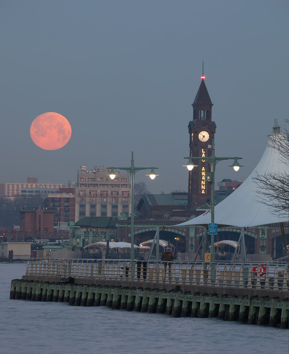 A vivid glimpse of this morning's moonset over Pier 45 in #HRPK. 🌕 Did you know that tonight's #SuperWormEquinoxMoon is the last supermoon of 2019?