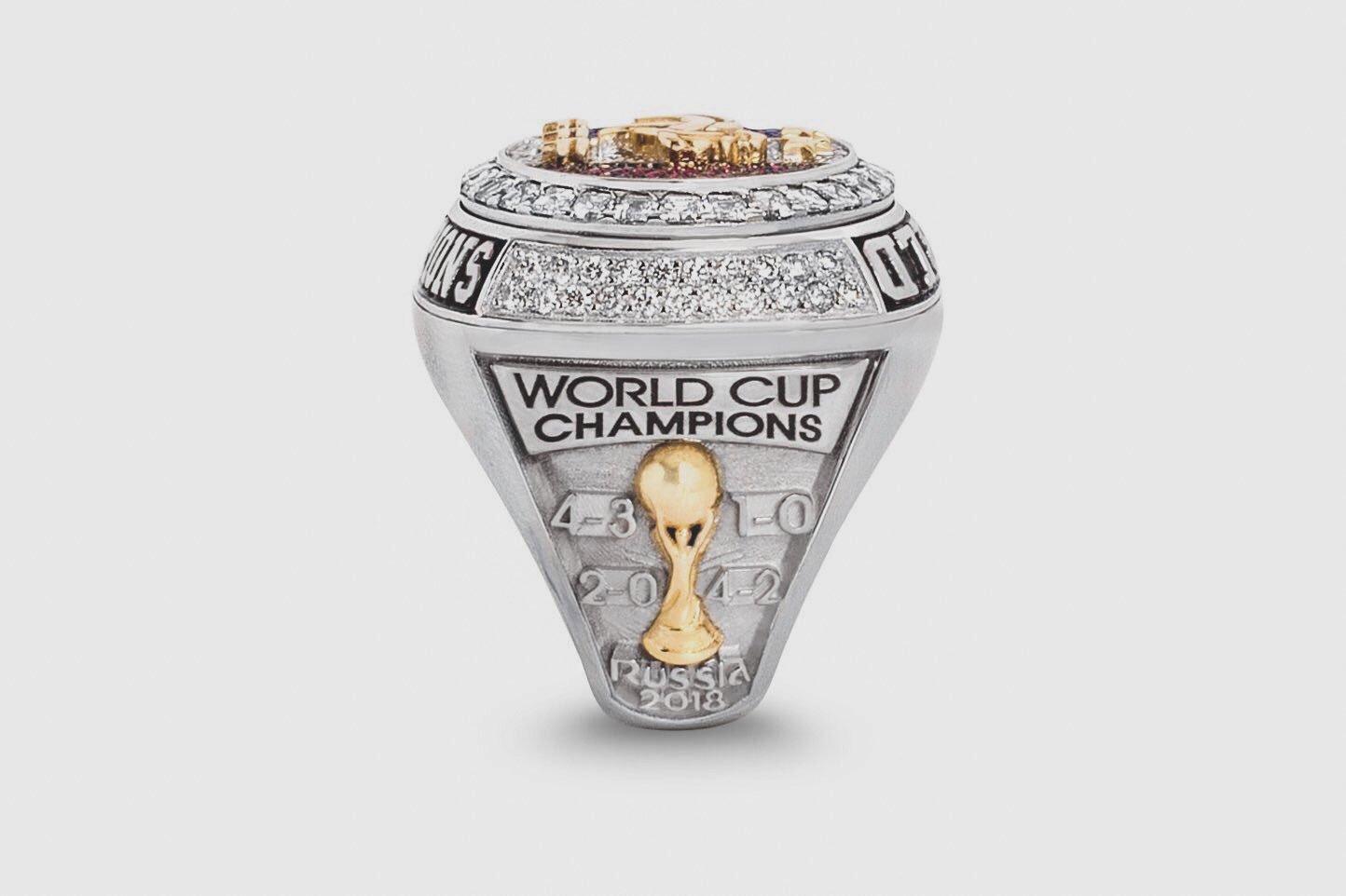 แหวนฉลองแชมป์บอลโลก ที่ ป็อกบา ทำให้เพื่อนทีมชาติ(มีคลิป)