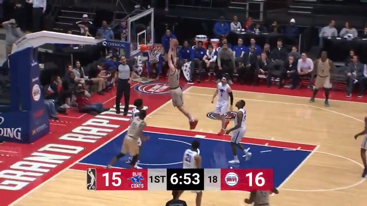 .@DetroitPistons assignee @Sviat_10 Mykhailiuk drives the lane and throws it down!  @KUHoops ↗️ @DetroitPistons ➡️ @grdrive   @blue_coats 🆚 @grdrive: https://es.pn/2HB0ydY