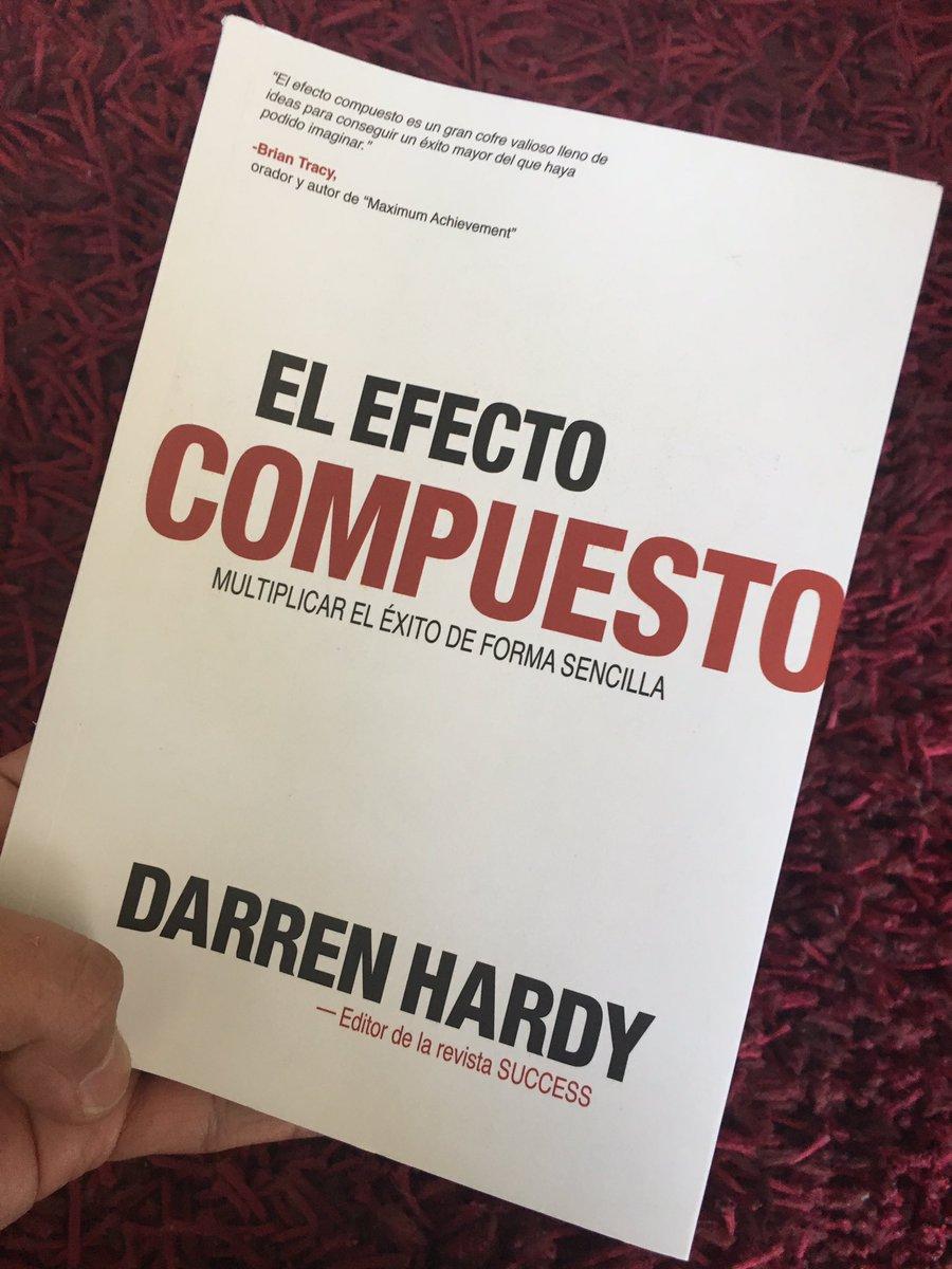 La nueva adquisición, leyendo a @DARRENHARDY #thecompoundeffect  #elefectocompuestopic.twitter.com/kca04BzjAE