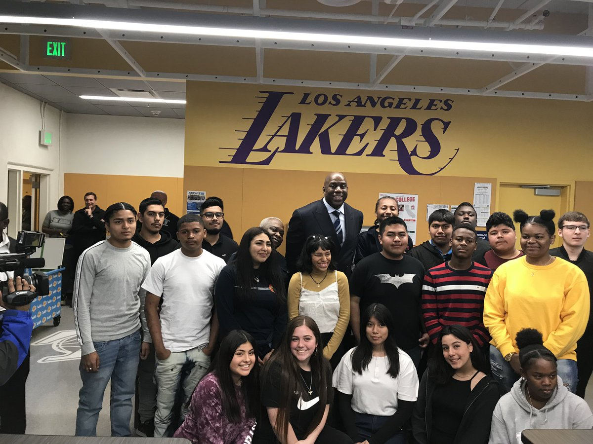 I had a great time visiting Crenshaw High School. The @Lakers, Lakers Youth Foundation, and Wish created a STEMM & Robotics Lab for the students.
