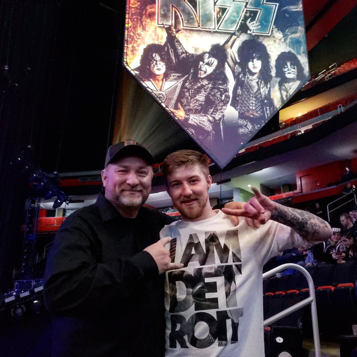 Great to share this moment with my son. #EndOfTheRoad  #kissarmy #DetroitRockCity<br>http://pic.twitter.com/vhYUwJOvu5