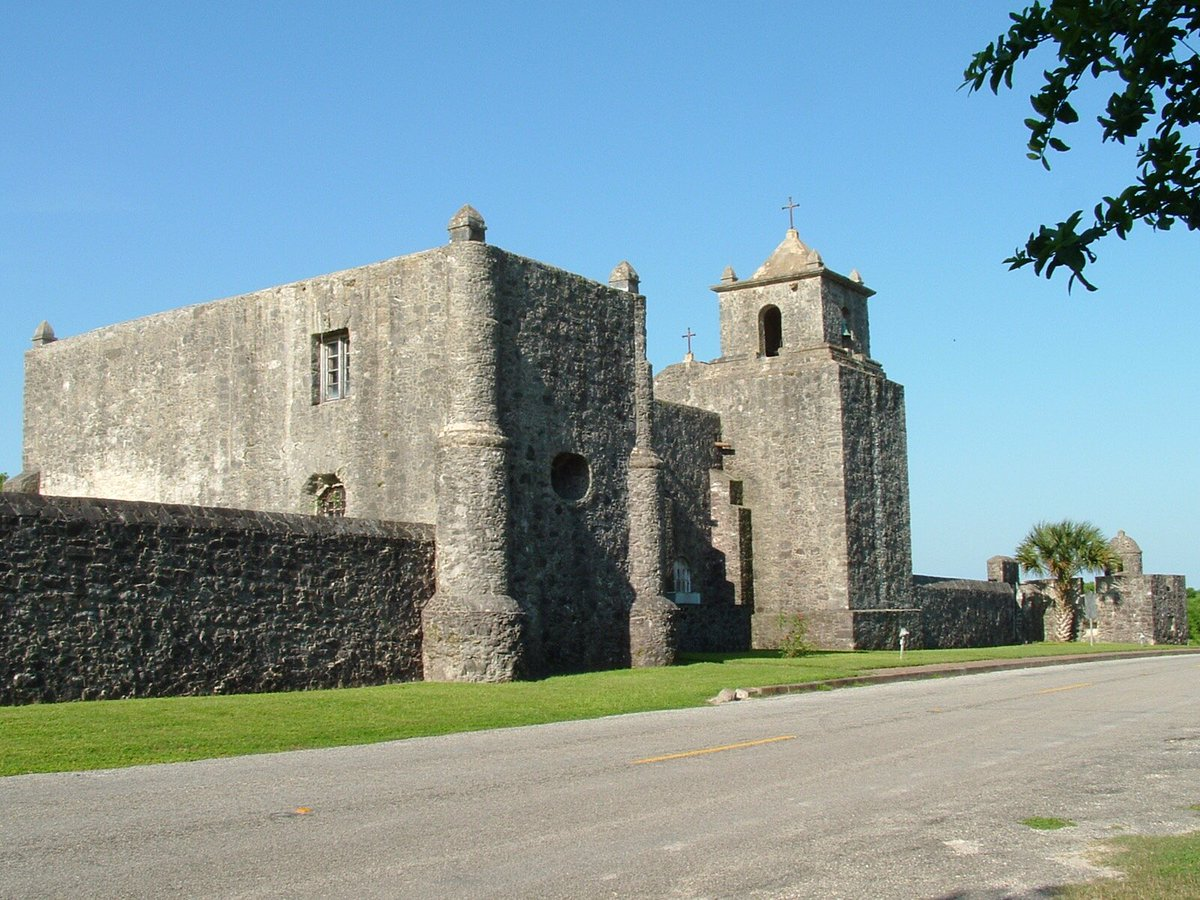 Colonel Fannin had been holding the Mission Fort La Bahia near Goliad. When it had been taken by the Texans, they changed its name to Fort Defiance. Houston sent word to abandon the Fort with all haste and join his forces in Victoria. <br>http://pic.twitter.com/L7KiARe5JE