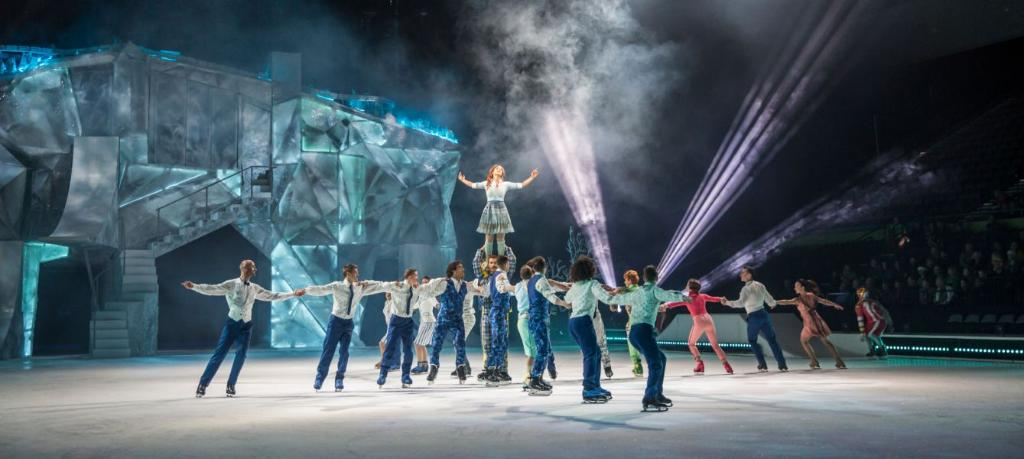 """ONE! MORE! WEEK!  Celebrate @Cirque's upcoming show by learning 10 fun facts about their newest production, """"Crystal"""" 💫  📝 » http://spr.ly/6018EZBSk"""