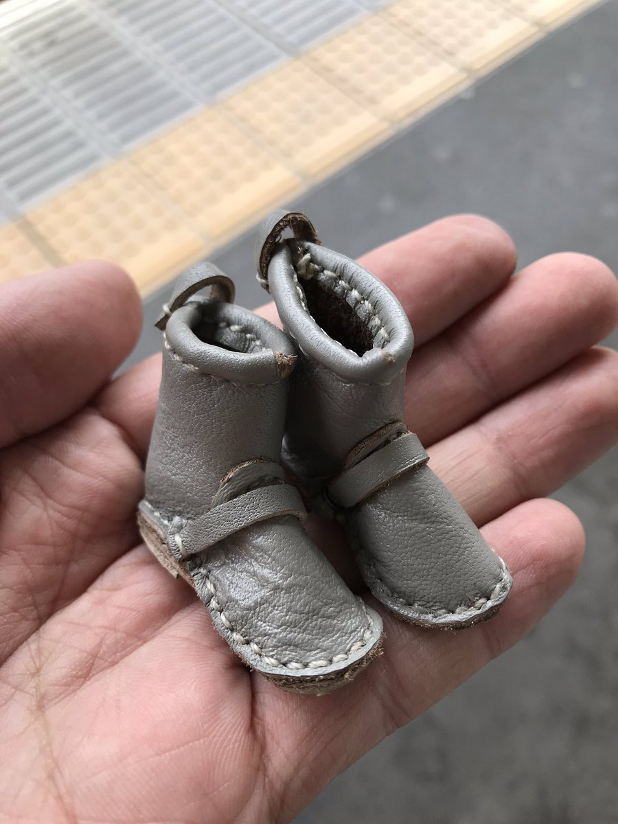 RT @Love_fried_rice: *拡散希望*  府中本町駅の武蔵野線ホームで見つけました。ドール用の靴かな?と思って忘れ物の事務室に届けました。  持ち主のところに届けーっ(๑•̀ㅂ•́)و https://t.co/mKa7GNlYNe