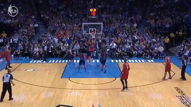 Jeremy Lin attacks left and comes back to his right!  #WeTheNorth 100 #ThunderUp 89  6:47 remaining on @ESPNNBA https://t.co/wdTU4K2OBN
