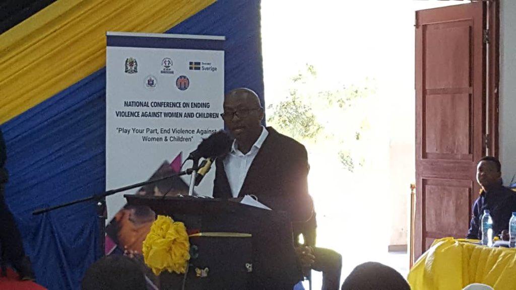 """""""Asilimia 27 ya wasichana wenye umri chini ya miaka 19 wanakuwa tayari wameshazaa"""" Bwana Koshuma Mtengeti - Mkurugenzi wa Children's Dignity Forum (CDF)"""