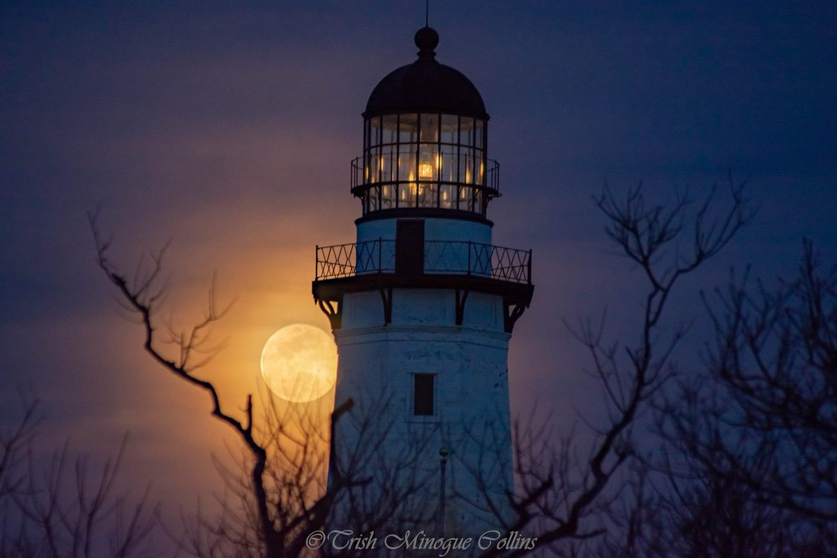 Full moon through Spring haze over Montauk Lighthouse, NY @StormHour #StormHour #potw<br>http://pic.twitter.com/nKb05w9fcE