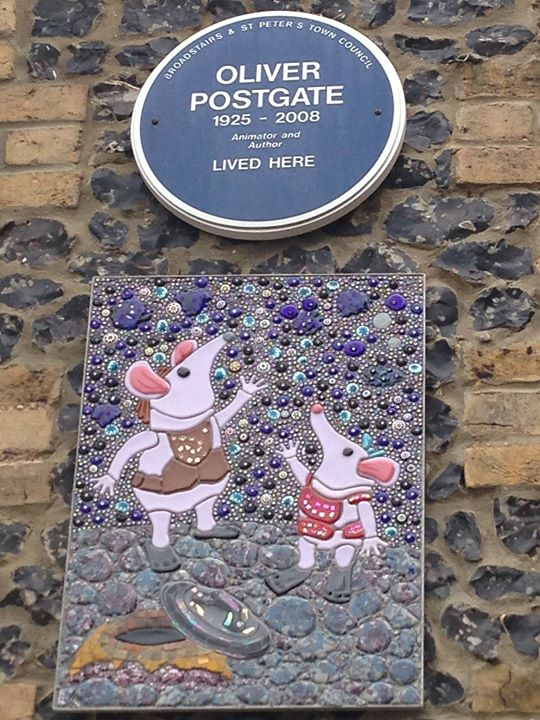 This mosaic hangs on the front wall of Oliver Postgate&#39;s Broadstairs home. Commissioned by Oliver&#39;s partner Naomi Linnell, it features Tiny Clanger and Major Clanger looking up towards the blue plaque that was fixed to the house after he passed away in 2008   #throwbackThursday <br>http://pic.twitter.com/02VDRZ4Ky5