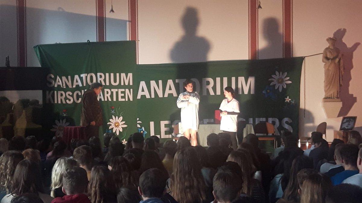 """Unsere Deutschkurse der #Einführungsphase bei der #Theateraufführung """"#diephysiker"""" von Friedrich #Dürrenmatt im Sophiensaal der Stadt #Warendorf #LAUpic.twitter.com/h08q41U0Cq"""