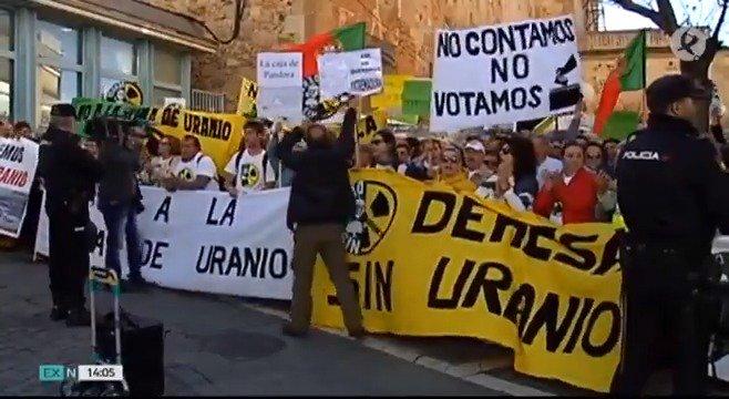 Unos 1500 vecinos de #JerezDeLosCaballeros, #OlivaDeLaFrontera, #HigueraDeVargas, #VillanuevaDelFresno y #Zahínos han exigido hoy en Mérida una