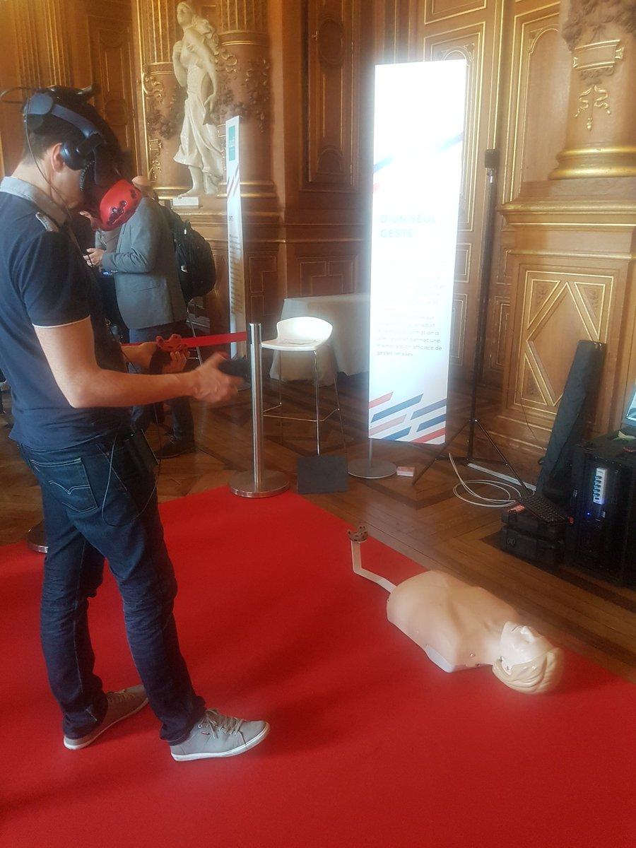 Experience en réalité virtuelle pour s'entraîner aux gestes de secours : une formation immersive et gamifiée #HackingParis