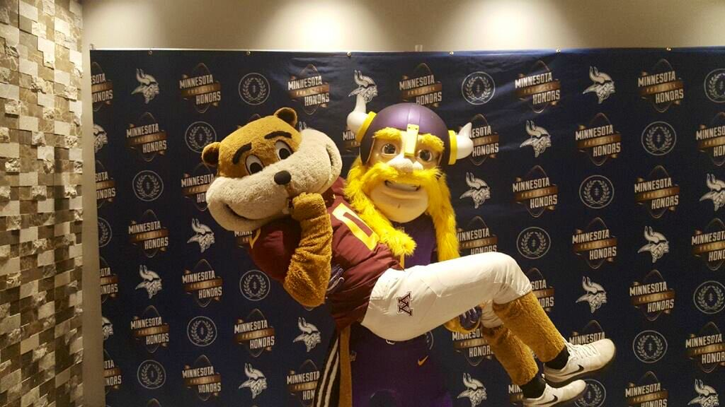 Retweet to say good luck to my close, personal friend @GoldytheGopher and the #Gophers Shooty Hoops team! 1 RT = 1 luck. #SkolGophs #OneMN
