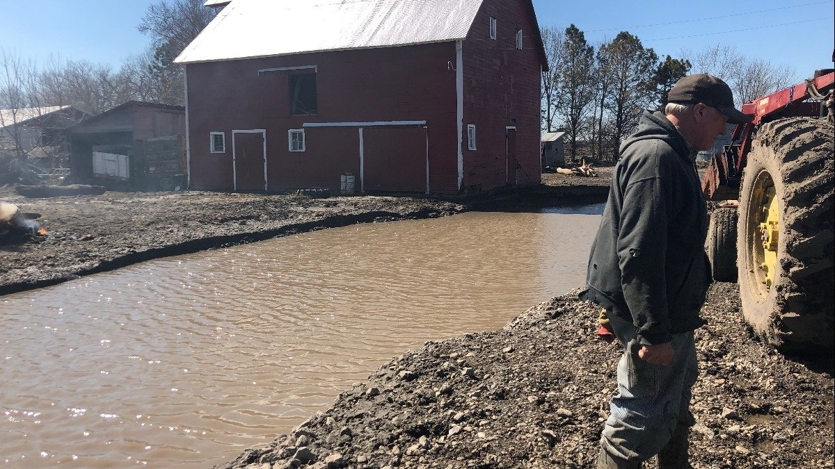 Midwest flooding makes a dent in farmers' wages https://reut.rs/2FqvA66