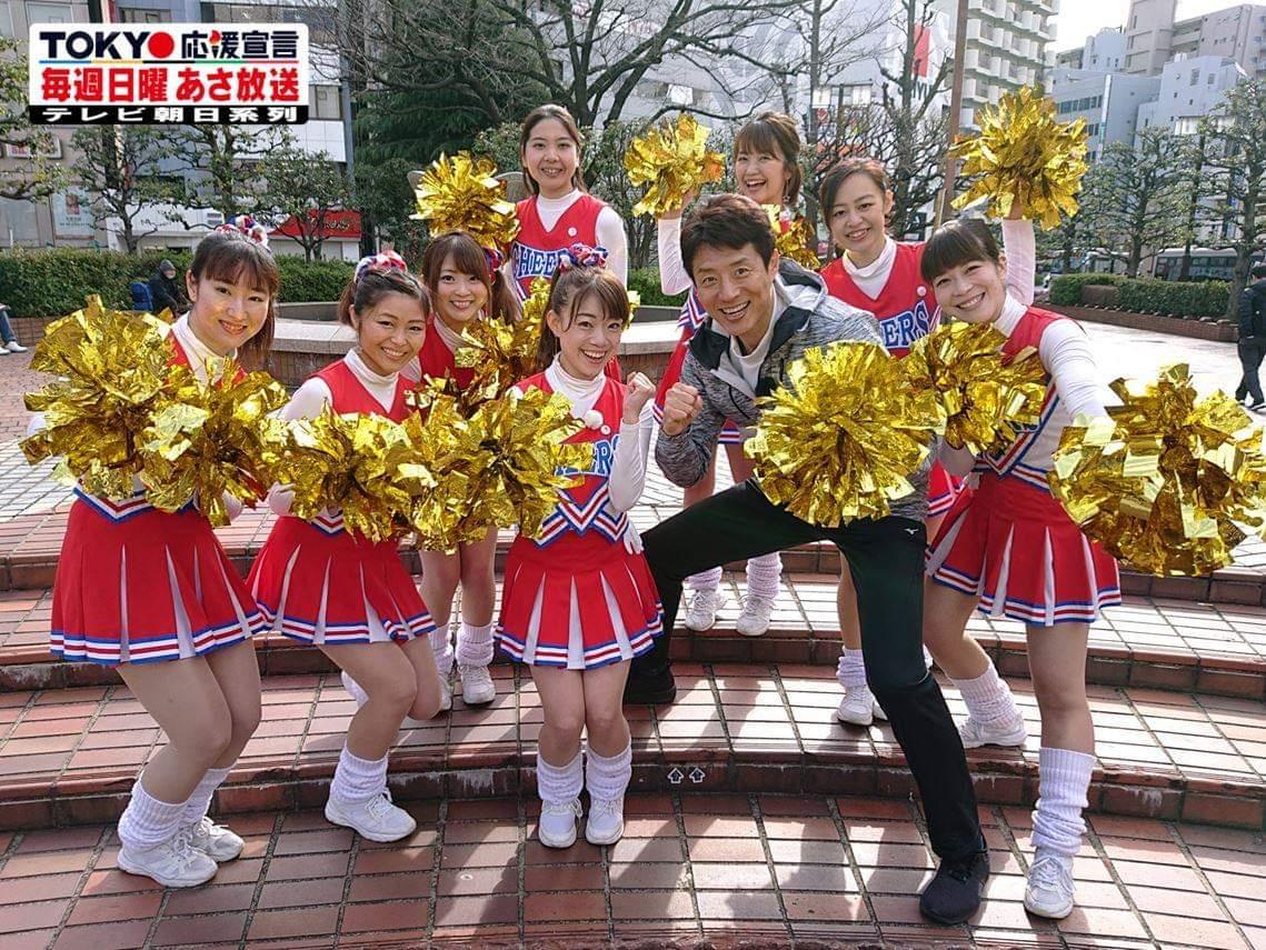 """3月24日(日)あさの #TOKYO応援宣言 は… 駅前で""""勝手に応援""""チアリーダー!? あさから町ゆくサラリーマンを""""応援""""する   #全日本女子チア部 のみなさんのもとへ、 応援といえばこの人 #松岡修造 が直撃!! 彼女たちの応援に込められた想いに迫りました。  #チアリーダー #AJO #朝妻久実"""