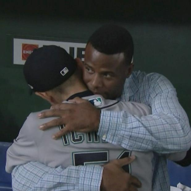 From one Mariners great to another, Ken Griffey Jr. was there for Ichiro's final game. https://t.co/mNaxncAU1X