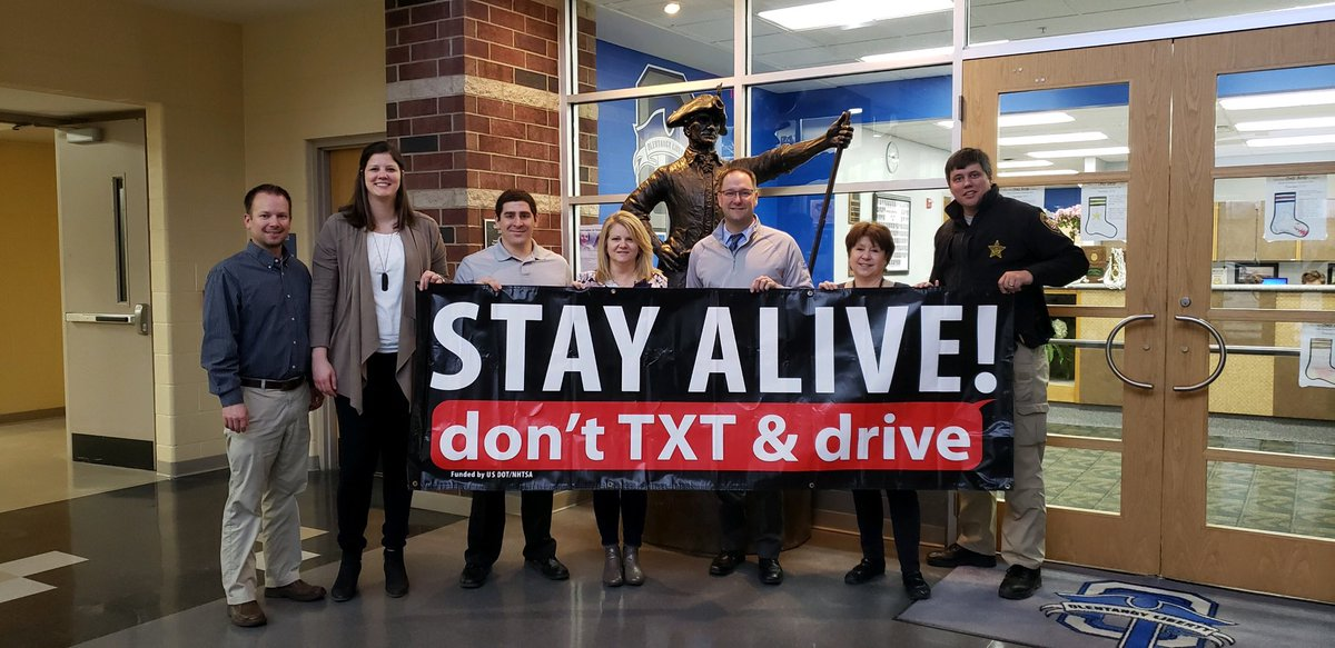 Liberty High School will spend lunch periods on Friday (3/22) promoting safe driving.  Join Delaware County, OLHS & our parent task force to REDUCETEENCRASHES Giveaways include Chipotle Cards, Free Prom Tix & more.  @OlentangySD @OLHSthe108 @DOMTIBERI