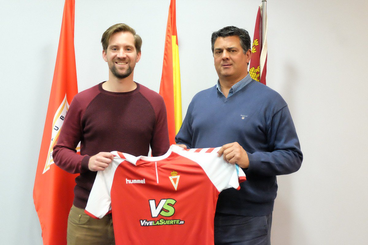 |CLUB Roberto Martínez se incorpora como asistente técnico de Julio Algar. Noticia: https://t.co/b5XsYGy9YH https://t.co/D1dHeAHpW7