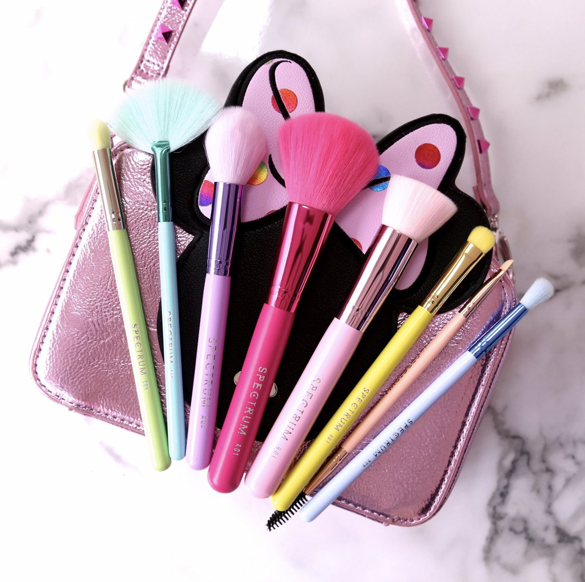 When you thought your #spectrumbrushes couldn't get any prettier  Minnie Mouse serving you 8 Rainbow #makeupbrushes to bring you pastel perfection   https:// bit.ly/2FiFZiV  &nbsp;   #disney #minniemouse #veganbeauty #crueltyfree<br>http://pic.twitter.com/uUZlLl9oF3