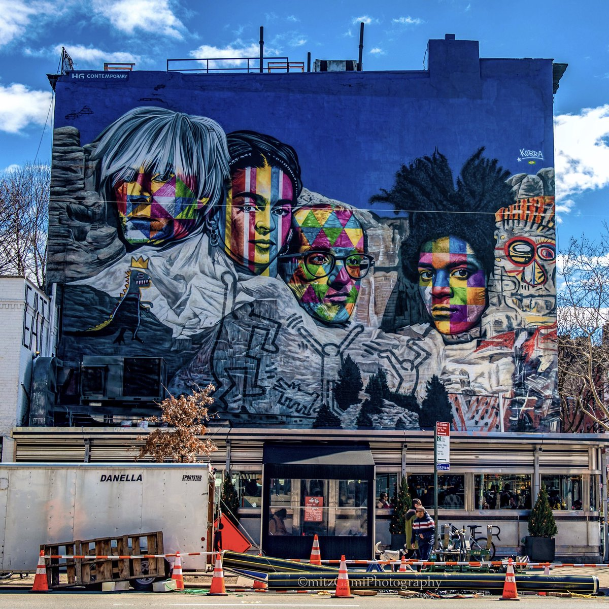 #KobraStreetArt Mount Rushmore the contemporary way of Art, featuring the great artist Andy Warhol, Frida Kahlo, Keith Haring and Jean-Michel Basquiat. #NewYorkCity #SeeYourCity #NikonNoFilter #StreetArt #thingstodoinnyc @NYCDailyPics @nycfeelings #NYCG<br>http://pic.twitter.com/BFu7q7fbM5