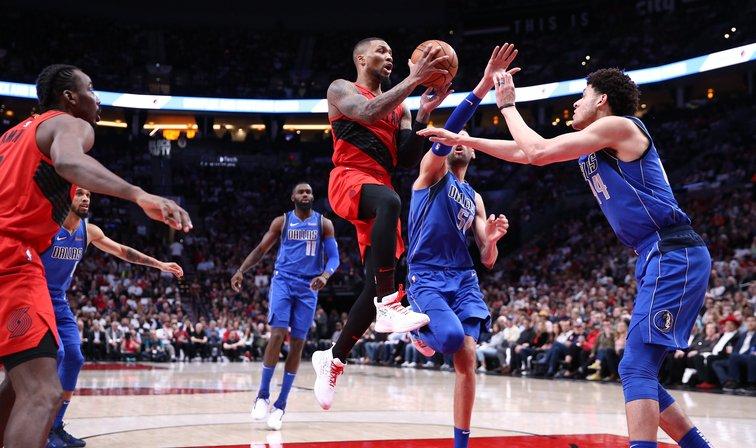 Damian Lillard consiguió doble-doble de 33 puntos y 12 rebotes para los #Portland #TrailBlazers, que vencieron este miércoles por 126-118 a los #Dallas #Mavericks. Los Trail Blazers  permanecen en el cuarto lugar de la Conferencia Oeste #NBA #Basket 🏀