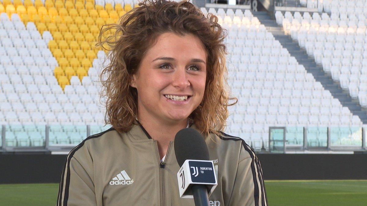 La numero 🔟 della @JuventusFCWomen racconta le sue emozioni in vista di #JuveFiorentina all'#AllianzStadium 🏟️  Guarda l'intervista 🎙️ a @cristianagire ⚽️  On demand, qui ⚪️ http://juve.it/VxKf30mSVLR ⚫️