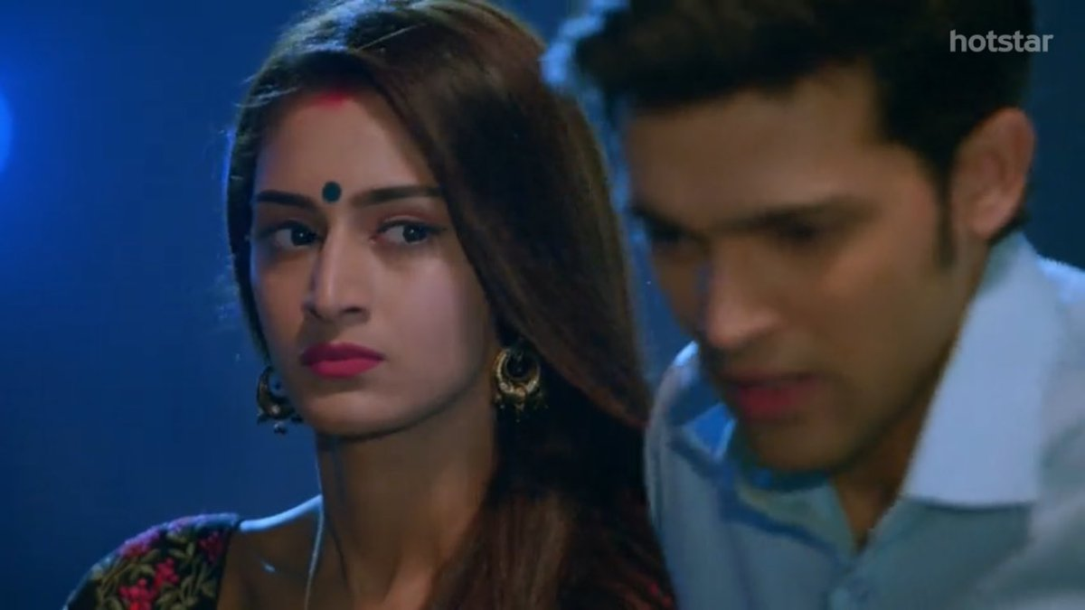 Her eyes are enough to express every emotion.. Anger,disgust, Jelousy when Anurag was talking about komolika.. Btw this angry prerna is  #ericafernandes #Anupre #KasautiiZindagiiKay @IamEJF<br>http://pic.twitter.com/KMzkvICgcc