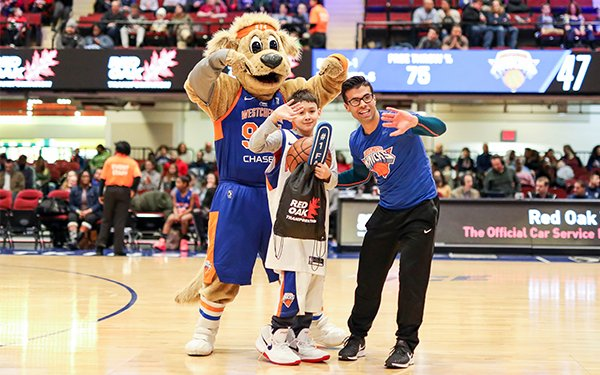 It's fan appreciation night at the @wcknicks game tonight. Free giveaways plus surprise gifts all game long! 📆: Thursday, March 21 🕒: 7 p.m. 🆚: @maineredclaws  📍: Westchester County Center 🎟: at the door  #mywestchester #watchusrise #changethegame
