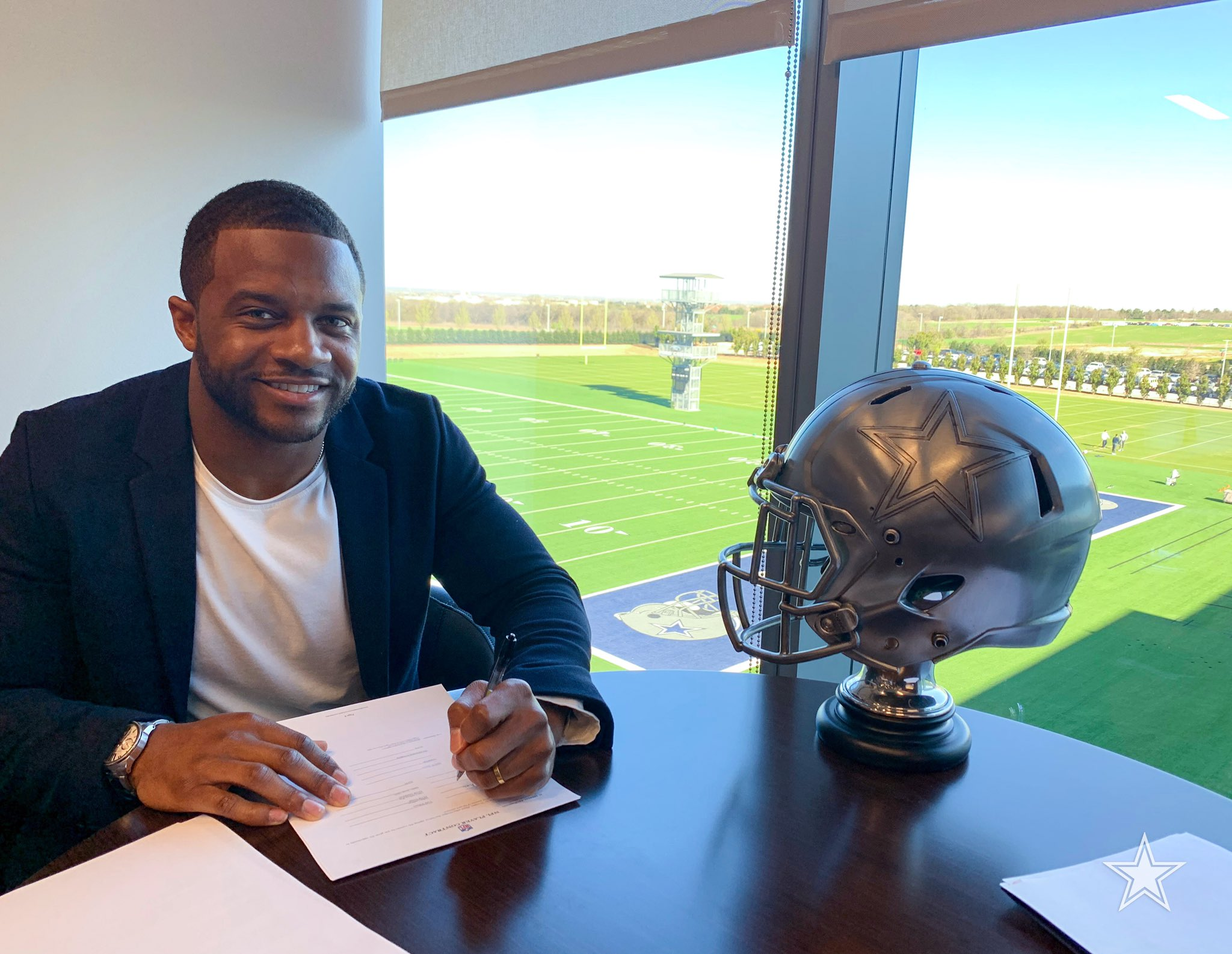 Officially official, @rcobb18 is ready for the job! ✍️ #DallasCowboys https://t.co/lDsYeo80r2