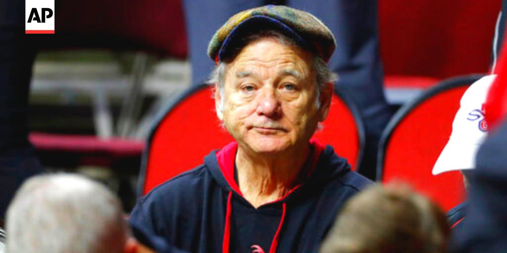 Bill Murray in Des Moines!  His son Luke is an assistant at Louisville, which plays Minnesota today <br>http://pic.twitter.com/FtvP6YlT5Z