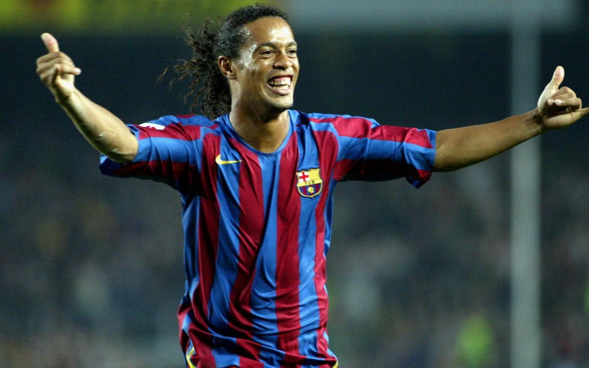 Ronaldinho, 39 yaşında!  Dünya Kupası: 🏆 Copa America: 🏆 Şampiyonlar Ligi: 🏆 Libertadores Kupası: 🏆 La Liga: 🏆🏆  Serie A: 🏆 Altın Top: 🏆🏆