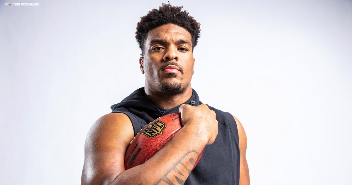 Dre'Mont Jones is busy auditioning for all 32 teams, but his family hopes he lands with the one located in Cleveland.   »  http:// brow.nz/w3hcbY  &nbsp;  <br>http://pic.twitter.com/U2EdBWJbrt