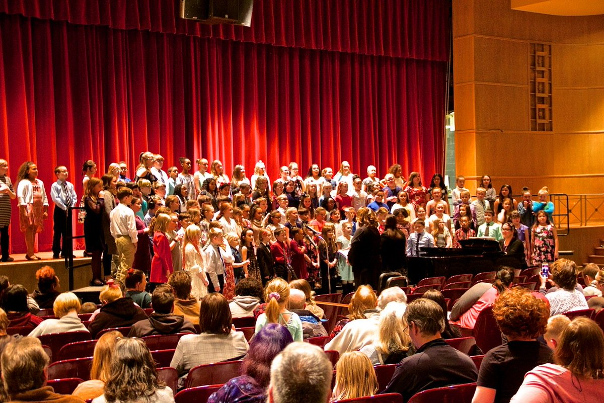 More than 900 attend musical event in Newark